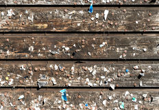 Mur en bois avec de vieilles goupilles et agrafes Babillards de vintage photos stock