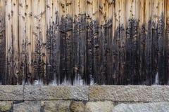 Mur en bois d'une maison traditionnelle japonaise Photographie stock libre de droits