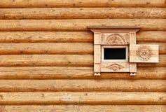 Mur en bois de cru avec l'hublot photos libres de droits