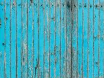Mur en bois de planche de turquoise avec éplucher la peinture photo libre de droits