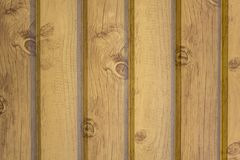 Mur en bois jaune gris des planches avec des fissures et des ombres Lignes verticales texture extérieure naturelle photo libre de droits
