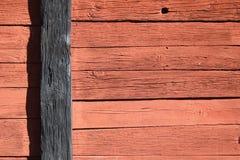 Mur en bois rouge et noir Images libres de droits