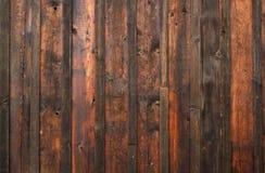 Mur en bois superficiel par les agents foncé Photos libres de droits