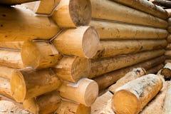 Mur en construction de maison en bois de pays Images libres de droits