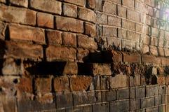 Mur en métal couvert de rouille de vieillesse photographie stock