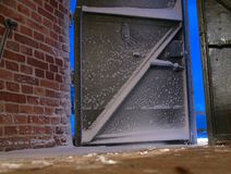 mur en métal de trappe de brique Images libres de droits