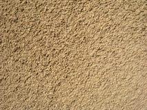 Mur en pierre avec un bon nombre d'inclusions sur la surface Photo libre de droits