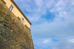 Mur en pierre de château médiéval Image stock