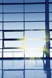 Mur en verre avant, observant le paysage Photographie stock