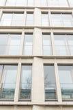 Mur en verre de l'immeuble de bureaux Images stock
