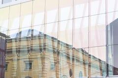 Mur en verre de l'immeuble de bureaux Image stock
