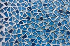 Mur en verre de mosaïque de cascade à écriture ligne par ligne Photographie stock libre de droits