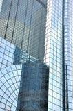 Mur en verre des constructions modernes Photographie stock