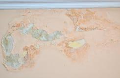 Mur endommagé par l'humidité photographie stock