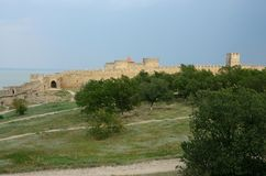 Mur enrichi de forteresse moyenne dans la forteresse antique d'Akkerman Images stock