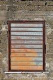 Mur et hublot métallique Photo stock
