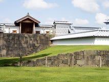 Mur et porte de château japonais traditionnel à Kanazawa Image libre de droits