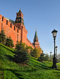 Mur et tours de Moscou Kremlin Photographie stock