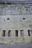 Mur extérieur d'un château ruiné Photo libre de droits
