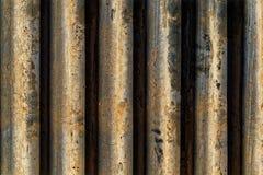 Mur fait de lignes concrètes et un creux entre elles Photo libre de droits