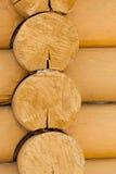Mur fait de plan rapproché en bois de rondins Photo libre de droits