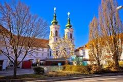 Mur-flodkust och kyrka i den Graz sikten Royaltyfri Foto