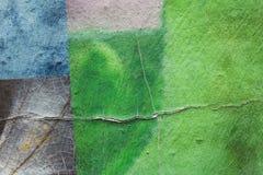 mur Graffiti-peint avec des fissures photographie stock libre de droits