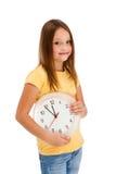 Mur-horloge de fixation de fille d'isolement sur le blanc Image libre de droits