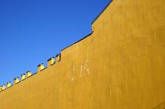 Mur jaune Photographie stock libre de droits