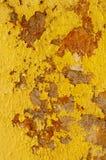 Mur jaune de boue photographie stock