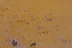Mur jaune superficiel par les agents avec des taches Images libres de droits