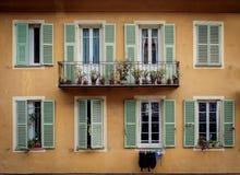 Mur jaune typique à Nice, Frances Photo libre de droits