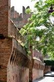 Mur latéral de château de Gradara, Italie centrale Photographie stock libre de droits