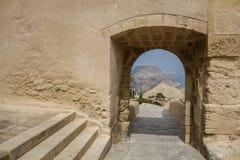 Mur médiéval avec la vue dans la distance Photo stock