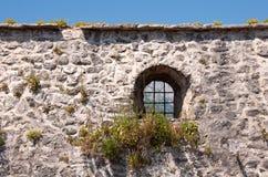 Mur médiéval de ville avec la fenêtre Images libres de droits