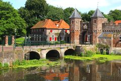 Mur médiéval de ville le long de la rivière d'Eem à Amersfoort Photographie stock libre de droits