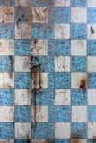 Mur modifié dans la maison abandonnée. Photo libre de droits