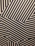 Mur noir et blanc de rayures images stock