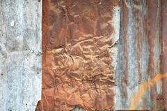 Mur ondulé rouillé en métal Photos stock