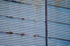 Mur ondulé utilisé en métal photographie stock