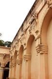 Mur ornemental du palais de maratha de thanjavur avec des visiteurs Images libres de droits