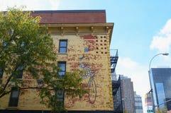 Mur peint du bâtiment du ` s de Kiehl dans la cuisine du ` s d'enfer Photographie stock