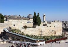 Mur pleurant et la passerelle menant au temple Image libre de droits