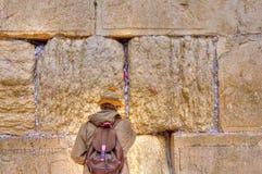 Mur pleurant priant, Jérusalem Israël Photographie stock libre de droits