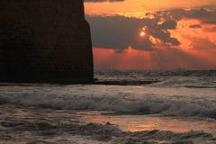 Mur près à la mer photos stock