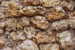 Mur rocailleux de roche Photographie stock libre de droits