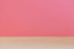 Mur rose et plancher en bois Images libres de droits