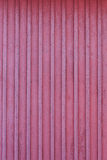 Mur rouge de Frost de maison en bois à l'hiver photos stock