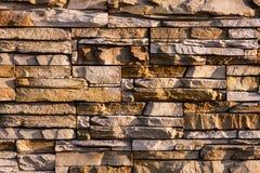 Mur rustique dans un vieux soleil de construction Photographie stock libre de droits
