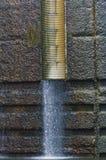 Mur sale à l'intérieur du canal de carillon photo libre de droits